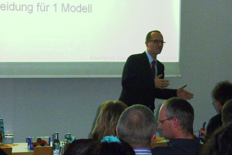 Udo Kasseckert stellt die Firma und die Formen der Kooperation vor